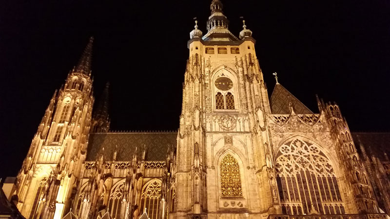 prague st vitus cathedral at night